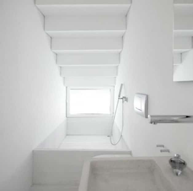 bath tub staircase - Bathroom Designs Under Stairs