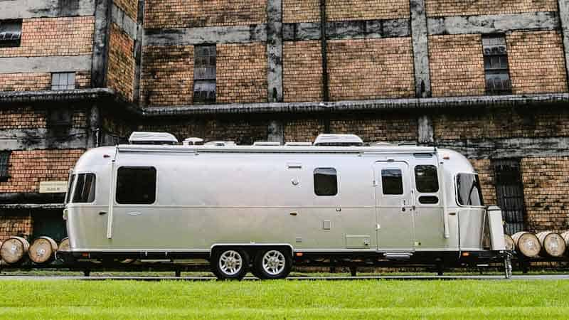 13 Amazing RVs & Campers With High Ceilings (With Pictures)