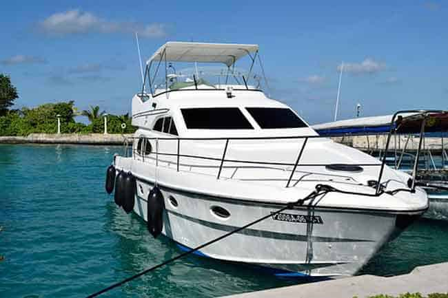 9 Affordable Boats With Enclosed Cabins With Pictures Godownsize Com