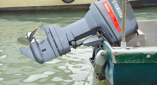 How Long Do Boat Motors Last? Average Numbers (8 Popular Brands)