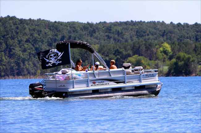 15 Most-Common Problems With Pontoon Boats (With Examples)